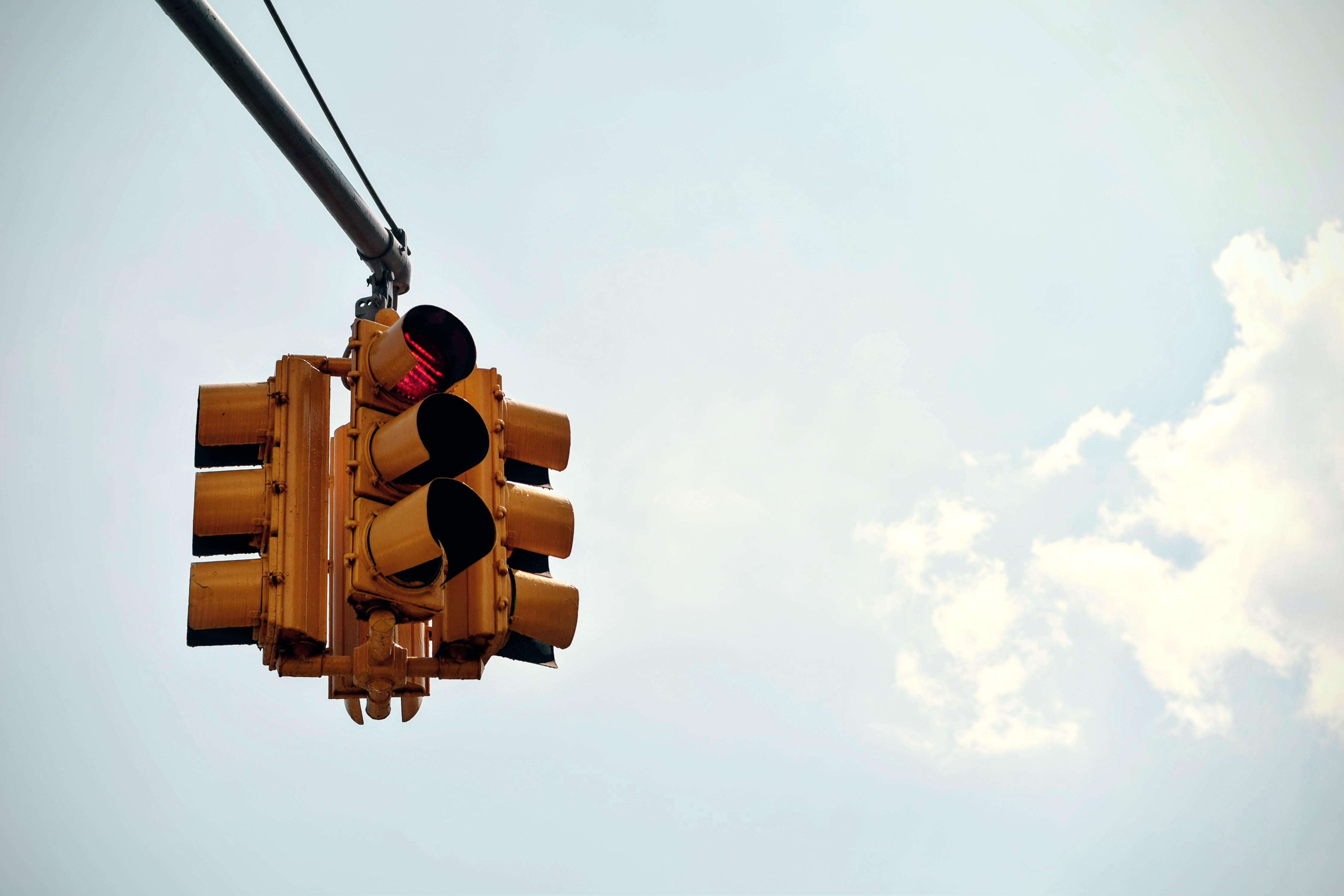Routine finden in der Achtsamkeit: Wie rote Ampeln helfen können