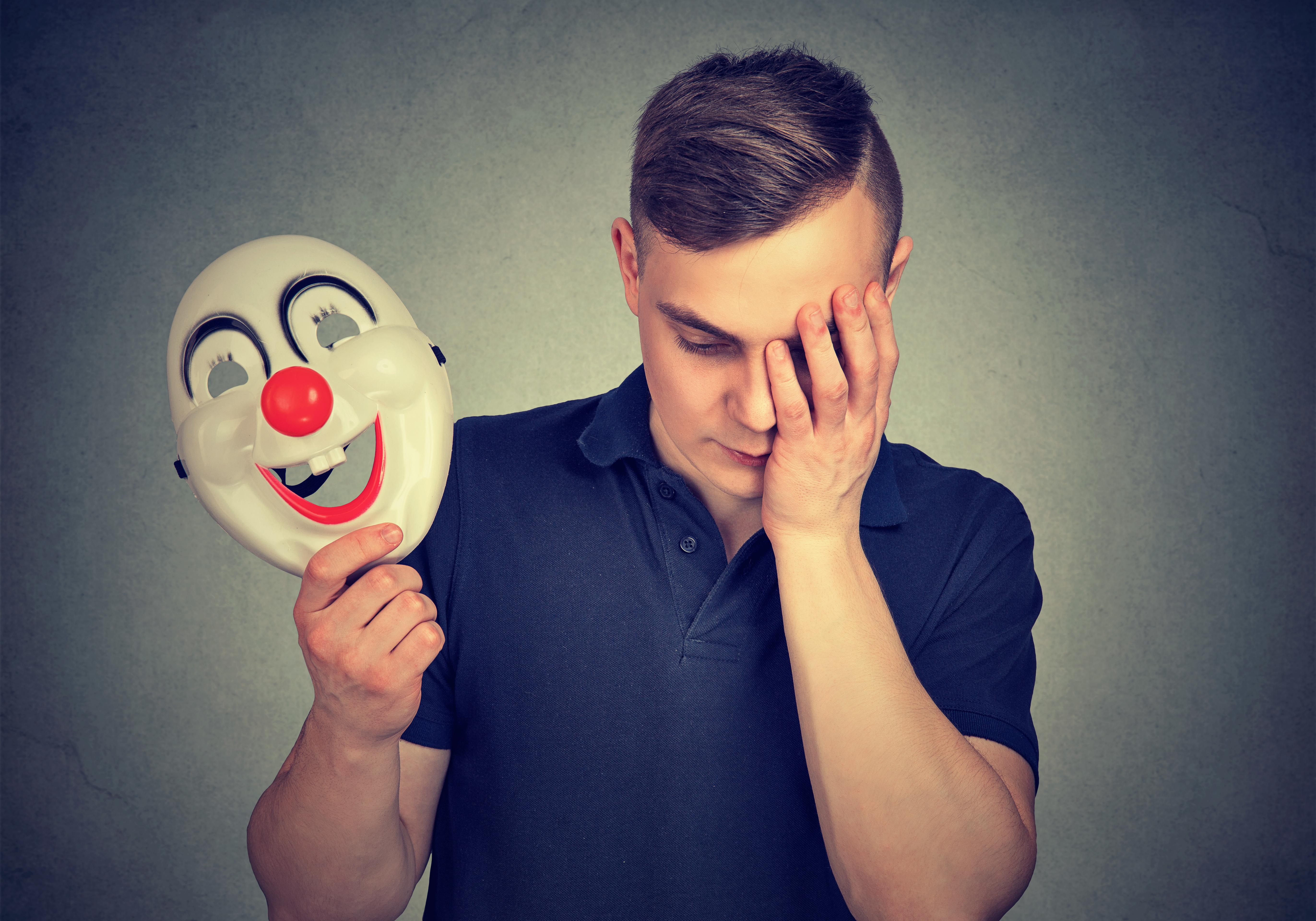 Das narzisstische Selbstwertproblem zeigt sich zuweilen auch versteckt hinter einer Maske.