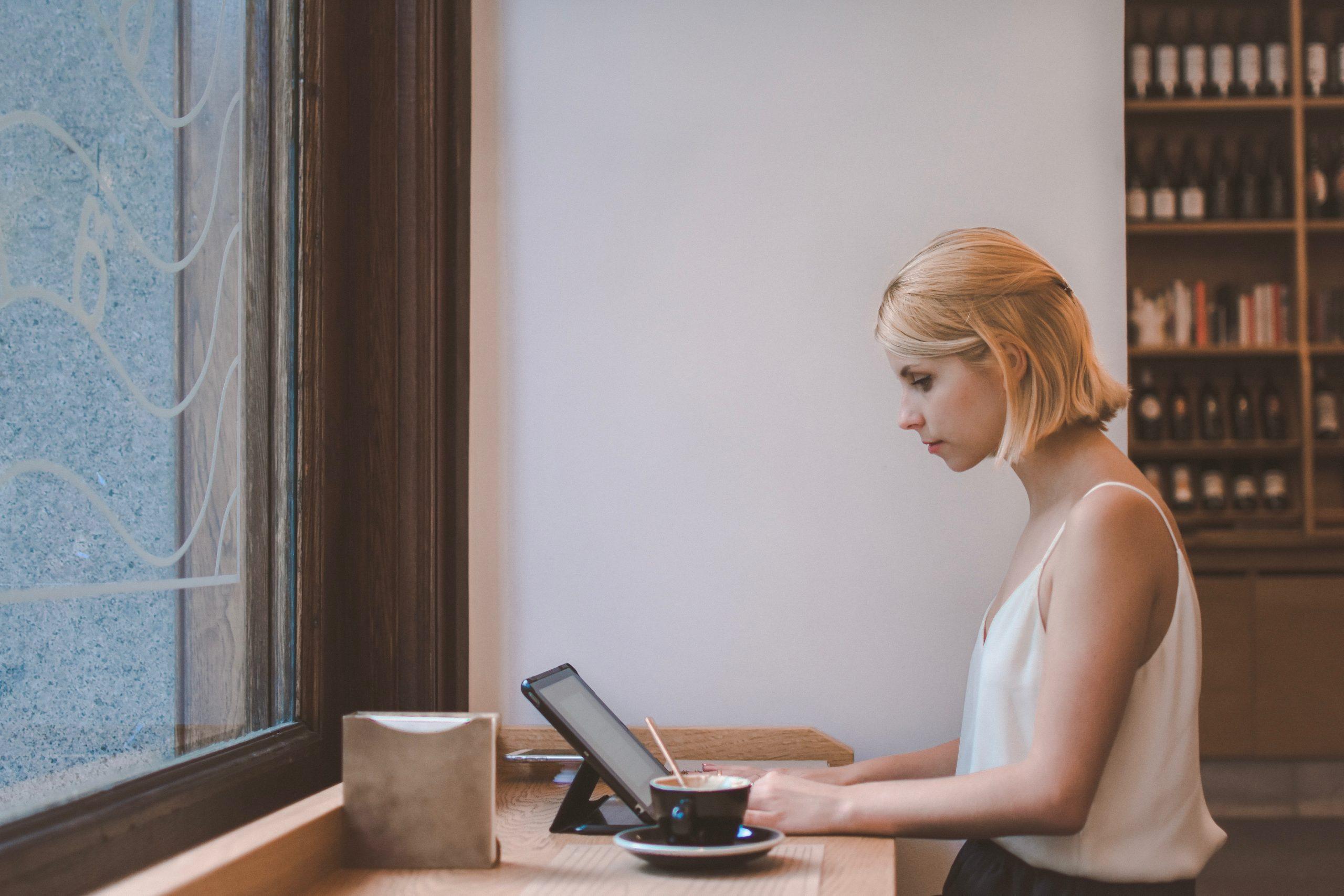Psychologische Online-Beratung kannst du in der dir vertrauten Umgebung nutzen.